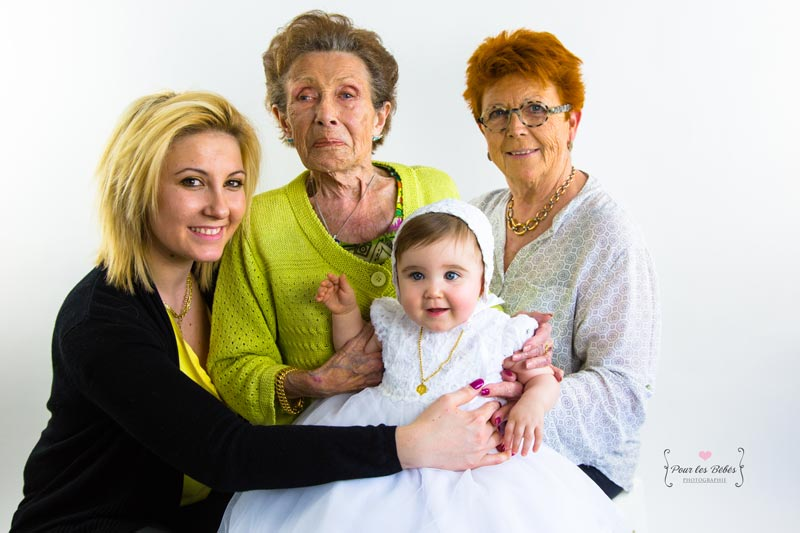 photographe-en-studio-4-generations-famille-montpellier
