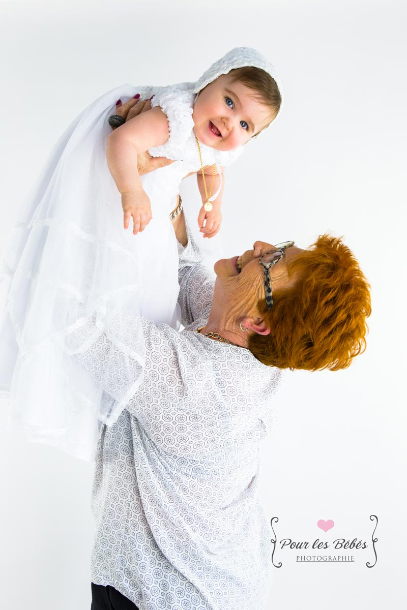 seance-photo-famille-mamie-enfant-bapteme-naissance